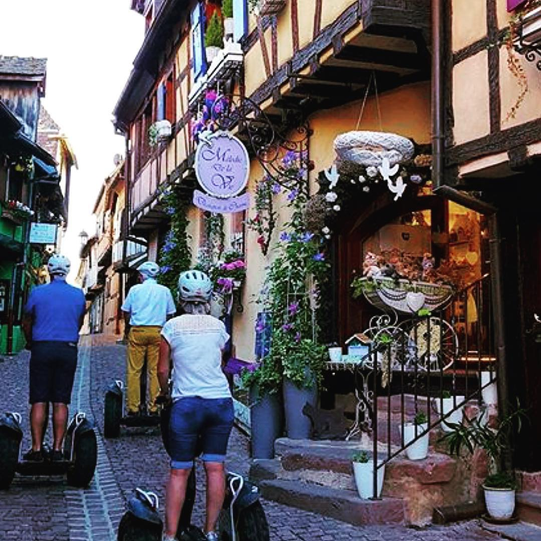 Segway tour of the day in beautiful Alsace France  find the perfect segway adventure at @segwayworldwide . . @funmoving_segway_alsace ・・・ Circuit Riquewihr Hunawihr avec vue sur Zellenberg www.funmoving-gyropode-en-alsace.com