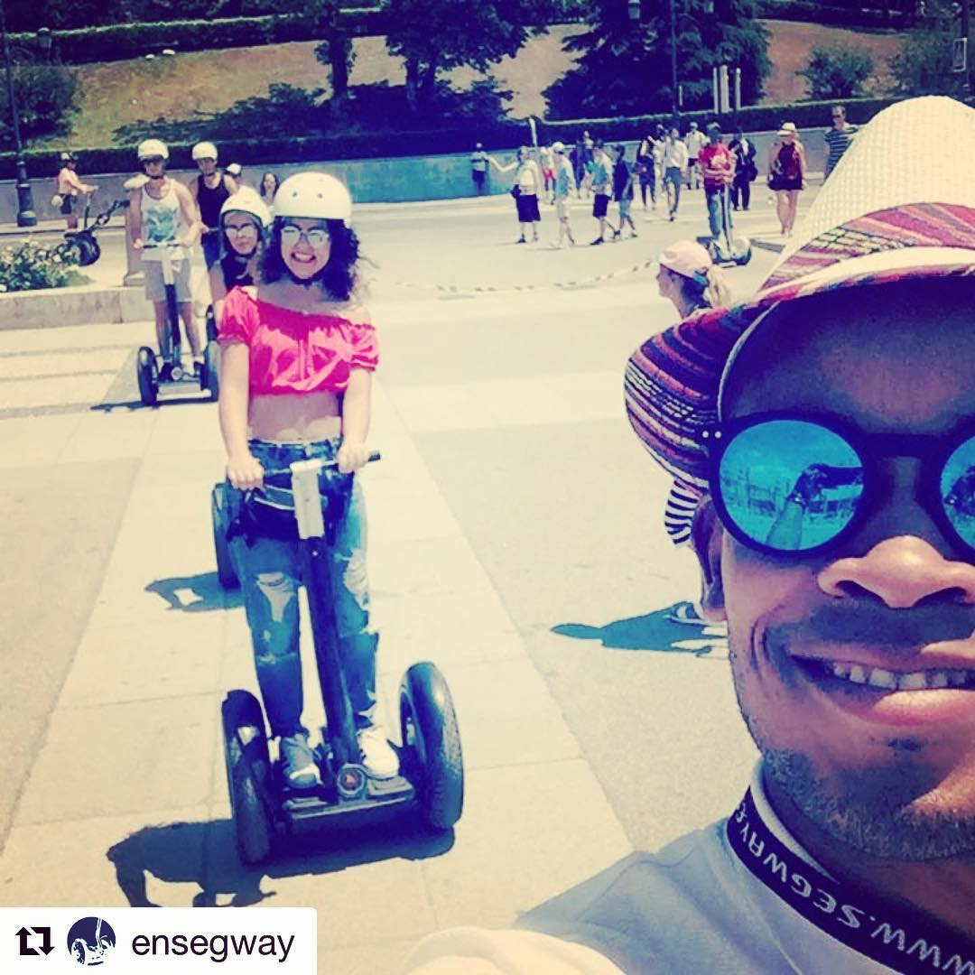 Today's segway glide: follow the smiling segway guide in Madrid Spain  . . @ensegway ・・・ Otras de Ensegway Madrid que no se detiene!!! @ensegway
