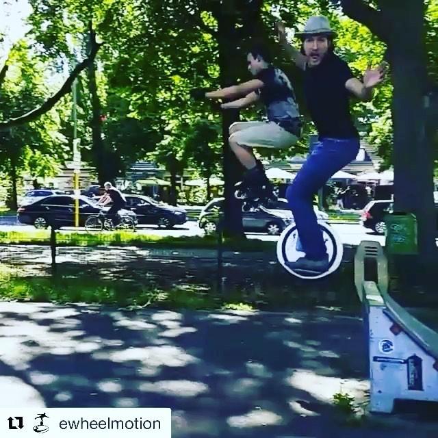 Segway solowheel jump video of the day  from the crew at amazing! . . @ewheelmotion ・・・ Neue Trendsportart bringt alle Boys to the Yard... Spring Baby spring  Danke für den gemeinsamen Sprung @shoottehkx