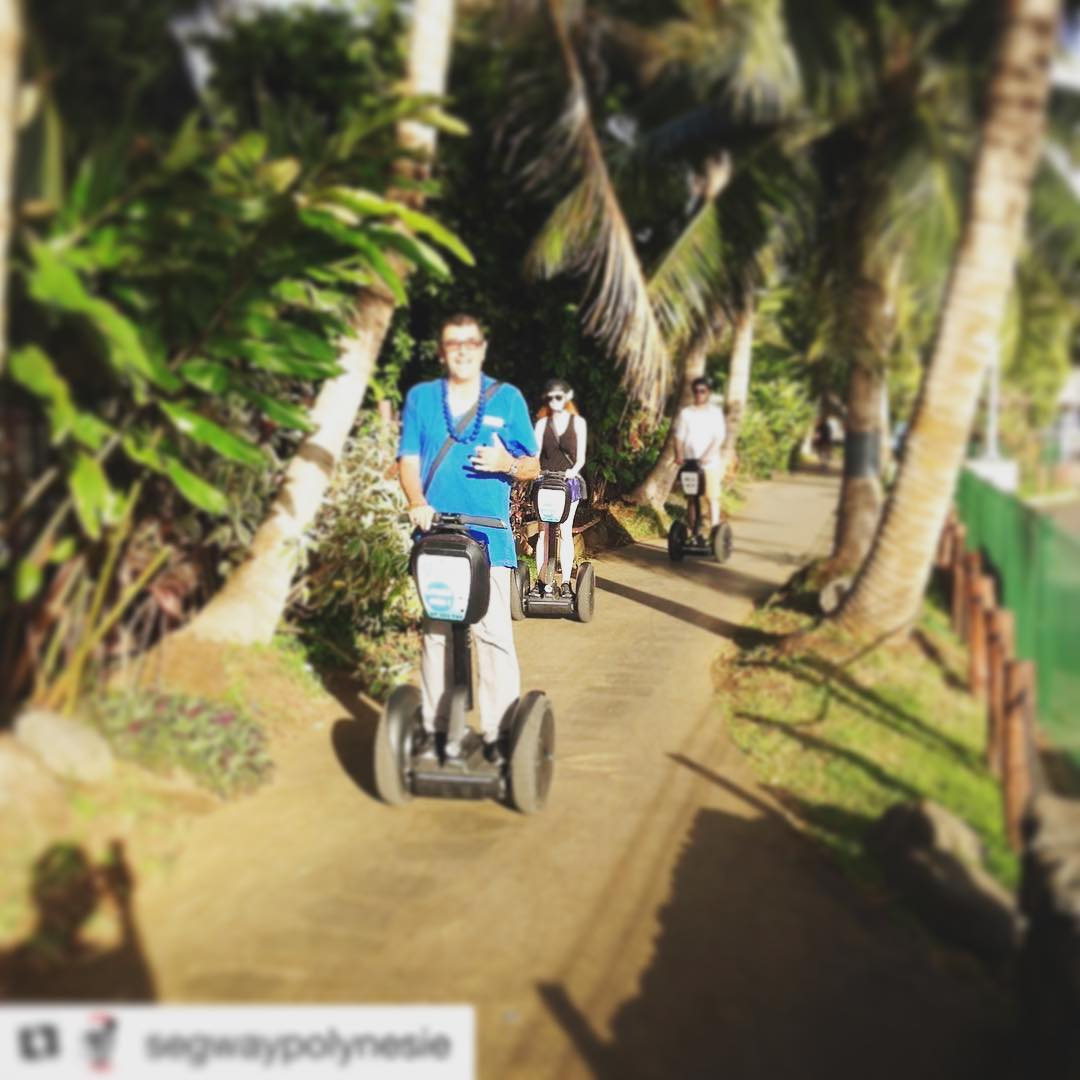 Tahiti is the segway tour destination of the day! Touring by segway is the way to explore Papeete . . . @segwaypolynesie ・・・ Lundi de Pâques en Segway avec ces touristes New-yorkais !