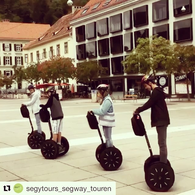 Feel like spinning round and round today? These folks in Graz are out for a spin . . @segytours_segway_touren ・・・ Segway Gruppe Formation 🕺🏻am Karmeliterplatz